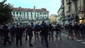 """Coronavirus, forte tensione in centro a Napoli: """"Se chiudono, come mangiamo?"""""""