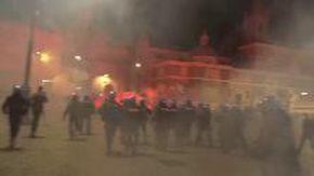 Roma, Forza nuova manifesta contro il coprifuoco: bombe carta in piazza del Popolo