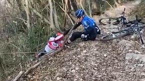 Ulissi finisce in una scarpata con la bici: Nibali riprende tutto e se la ride