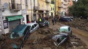 Maltempo in Sardegna, il giorno dopo l'alluvione a Bitti: ruspe a lavoro per liberare le vie dal fango