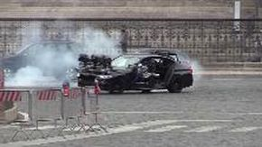 Roma, inseguimenti in auto e sgommate: piazza Venezia diventa 'Mission Impossible' con Tom Cruise