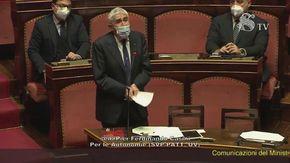 Senato, chiudono l'audio a Casini mentre sta parlando: non la prende bene
