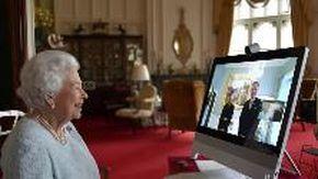 Smart working per la regina Elisabetta: prima udienza diplomatica in videoconferenza dal castello di Windsor