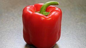 Il metodo definitivo per pulire il peperone: con il trucco dello chef bastano tre colpi di coltello