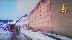 Incendio in un'azienda agricola di Propata, in fiamme il fienile