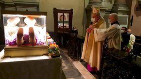 Cambia la cerimonia di apertura dello scurolo: così inizia la patronale di Novara