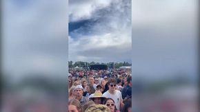 """Nuova Zelanda, """"il più grande concerto live da inizio pandemia"""": fan ammassati e senza mascherina"""