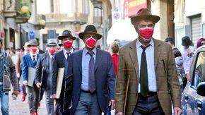 """""""Uomini in scarpe rosse"""": il flash mob al maschile contro la violenza sulle donne a Biella"""