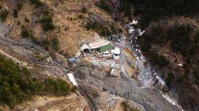 L'alta valle Roya vista dal drone: verso il colle di Tenda tra macerie e macchine abbandonate