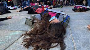 """Il flash mob dell'8 marzo contro i femminicidi: """"In Italia uccisa una donna ogni due giorni e mezzo"""""""