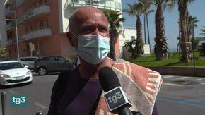 Niente ferie per i medici, ma il responsabile dell'emergenza è al mare intervistato dal Tg3: il video diventa virale