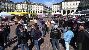 La manifestazione dei commercianti delle fiere: con i banchi in piazza Vittorio ma senza vendere