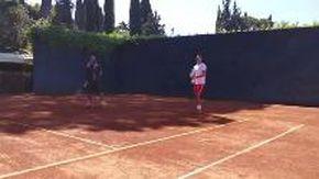 """Roma, Fiorello e la lezione di tennis a Djokovic: """"Piegati, colpisci e chiudi il punto"""""""