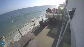 Malibù, crolla un balcone pieno di persone durante una festa