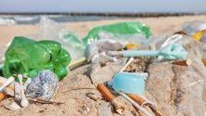 Spiagge italiane piene di rifiuti: il rapporto Legambiente