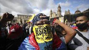 Colombia, colpi d'arma da fuoco da un camion sui manifestanti