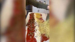 ''In Italia gli spaghetti si cucinano così''. Dagli Usa la ricetta assurda diventa virale e fa infuriare tutti