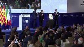 """Draghi commosso per la standing ovation in Spagna: """"Sto arrossendo"""""""