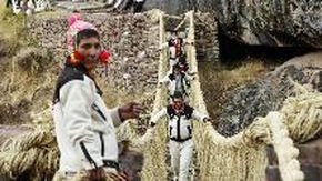 Perù, restaurato l'ultimo ponte Inca danneggiato durante la pandemia