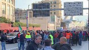 Genova, presidio dei lavoratori al varco portuale di Ponte Etiopia