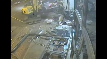Australia, distruggono edificio con uno escavatore per rapinare la banca