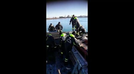 Venezia, mototopo a fondo dopo aver colpito una bricola sommersa
