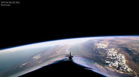 Virgin Galactic lancia navicella nello spazio: i piloti vedono la curvatura della Terra