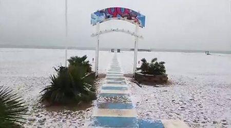 Neve sulla costa in Romagna: a Rimini lo spettacolo della spiaggia imbiancata