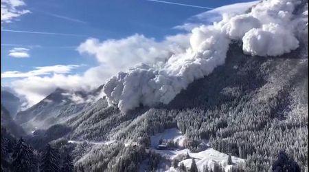 Svizzera, esplosioni contro rischio valanga: muro di neve viene fatto piombare a valle