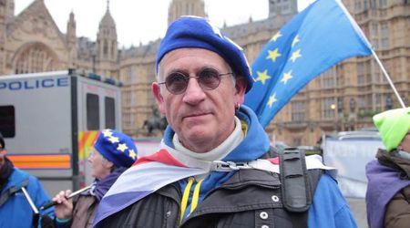 """Brexit, cittadini in piazza il giorno dopo il 'no' del Parlamento: """"Piano B o torniamo a votare"""""""