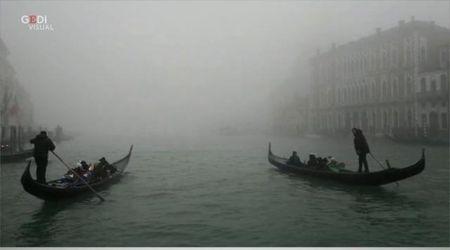 Il fascino di Venezia immersa nella nebbia d'inverno