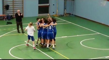 Bergamo, dopo 107 sconfitte la squadra di basket vince un match: il canestro decisivo
