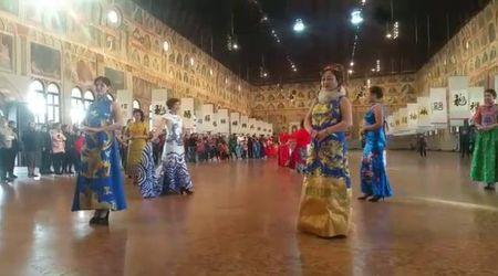 Padova, sfilata di moda cinese in occasione del Capodanno in Salone