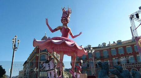 Carnevale di Nizza, migliaia di turisti in Costa Azzurra per la sfilata dei carri