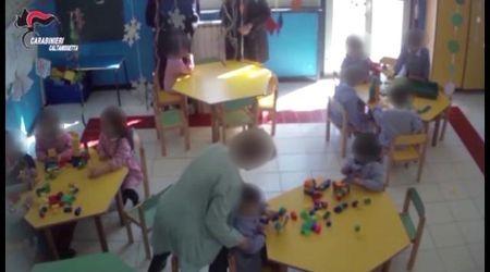 Caltanissetta, schiaffi e punizioni: così la maestra maltrattava i bambini all'asilo