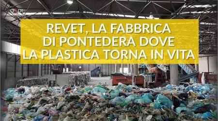 Così si ricicla la plastica: il processo visto da vicino alla Revet di Pontedera