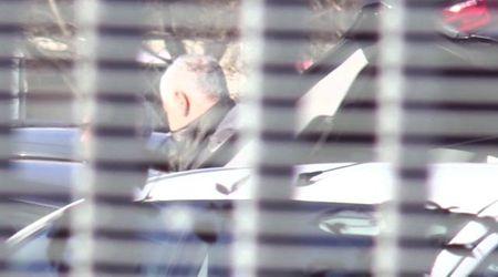 Milano, Formigoni arriva in macchina al carcere di Bollate: si è costituito