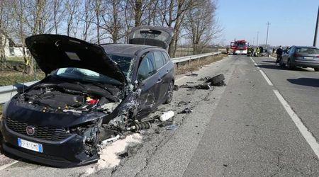 Due feriti nello scontro fra due auto a Candia