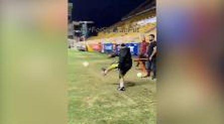 Maradona, ancora sprazzi di classe: gol direttamente da calcio d'angolo