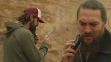 """Game of Thrones, Jason Momoa si taglia la barba: """"È ora di cambiare: diciamo no alla plastica"""""""