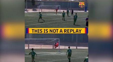 """""""Questo non è un replay"""": il talento del Barcellona segna due gol identici in un minuto"""