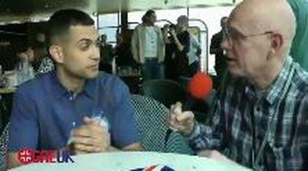Mahmood, la domanda in inglese è troppo veloce: la reazione del cantante finisce sui social