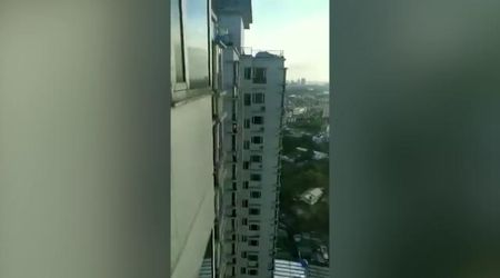 Filippine, terremoto a Manila: l'oscillazione di un grattacielo durante la scossa