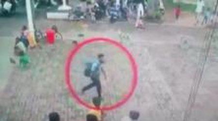 Attacchi in Sri Lanka, le immagini del presunto attentatore: il momento in cui entra in chiesa
