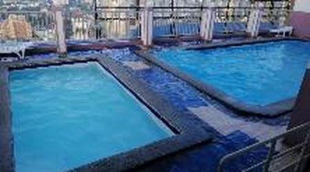 Filippine, terremoto a Manila: la scossa crea onde nella piscina sul grattacielo
