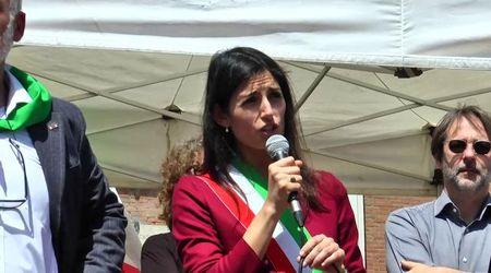 25 aprile, Virginia Raggi al corteo dell'Anpi di Roma tra fischi e applausi