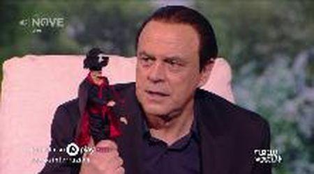 """Crozza-Berlusconi: """"Questo pupazzo? Lo ha fregato all'asilo Pier Silvio a un bambino str..."""""""