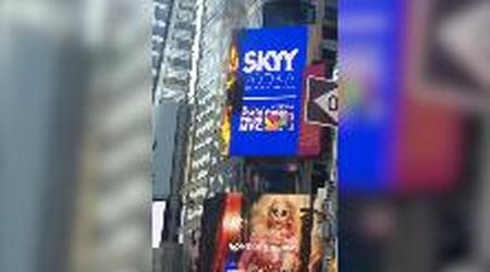 New York, a Times Square cartellone pubblicitario digitale in fiamme