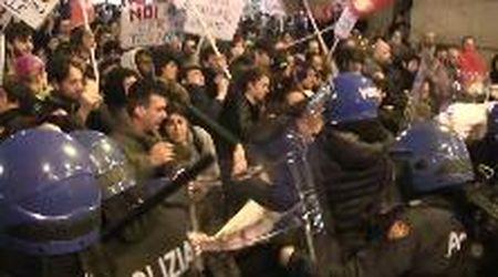 Firenze: gli scontri più duri tra la polizia e i manifestanti anti-Salvini