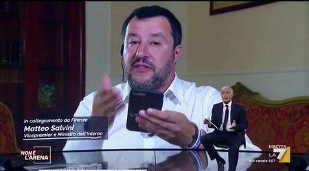 """Sea Watch, Salvini apprende in diretta tv dello sbarco dei migranti: """"Procuratore vuole fare il ministro"""""""